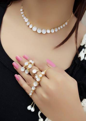 Outstanding White Diamond Color Jewellery Set For Women