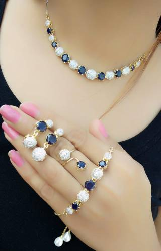 Staggering Black Diamond Color Jewellery Set For Women