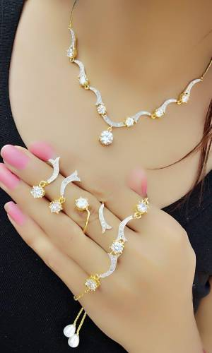 Magnificent White Diamond Color Jewellery Set For Women