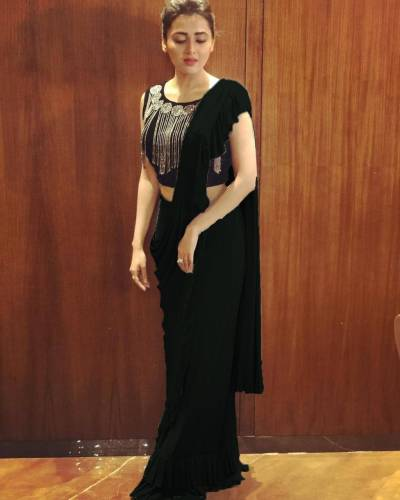 Black Beautiful Georgette Raffle Border Saree with Blouse